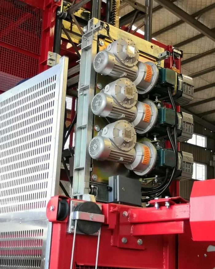 三传动装置施工升降机